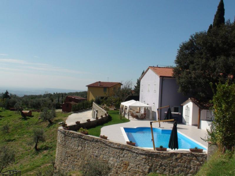 villa angiolina villa in italien toskana mieten sonnigetoskana. Black Bedroom Furniture Sets. Home Design Ideas